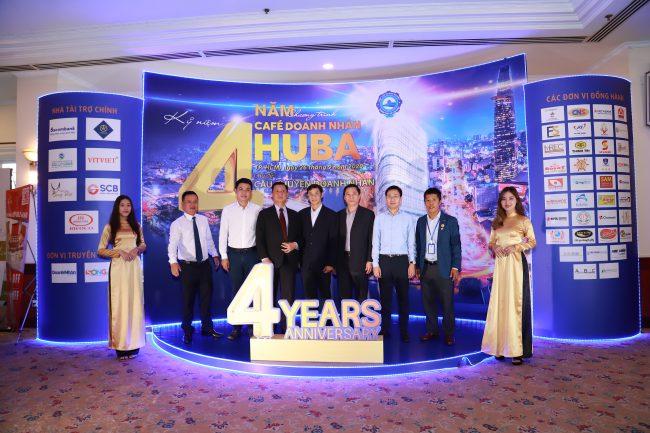 Các doanh nhân, hội viên giao lưu bên lề chương trình Cafe Doanh nhân HUBA