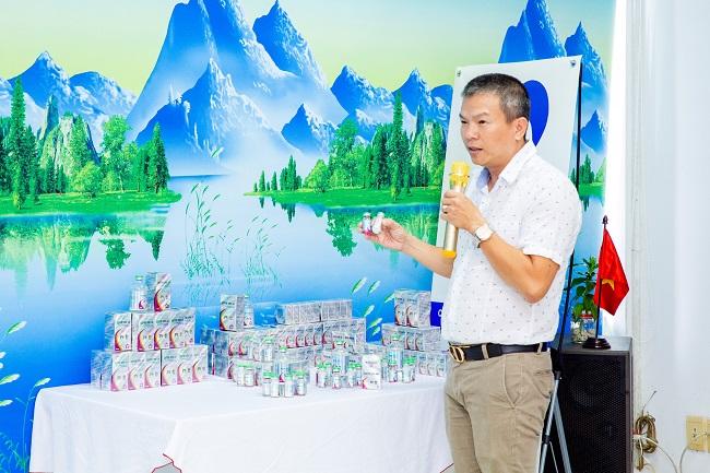 Ông Võ Quốc Long – Giám đốc kinh doanh Mebipet giới thiệu về các sản phẩm mới của công ty.