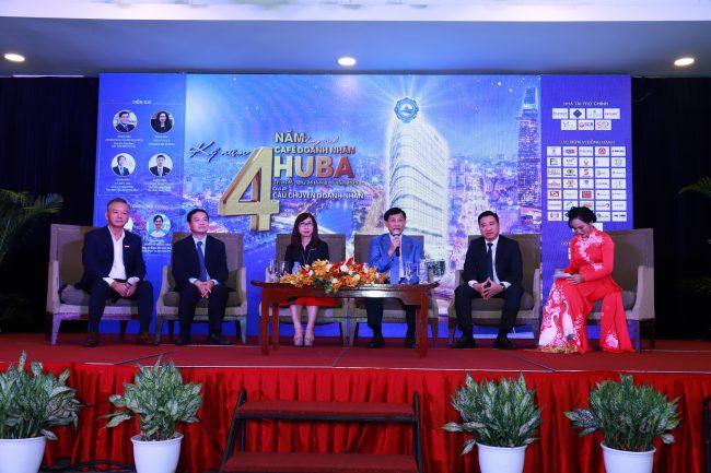 Các khách mời tại chương trình, từ trái sang: ông Phan Đình Tuệ, ông Lê Viết Hải, bà Trần Thị Lệ, ông Johnathan Hạnh Nguyễn, ông Nguyễn Đình Trung và bà Ngô Thị Ngọc Vân.